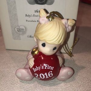 Precious Moments 2016 Baby's (GIRL) 1St Christmas